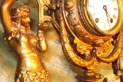 Figral clock, side