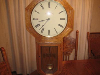 Schoolhoues Clock